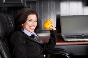Come si fa a conciliare il lavoro d'ufficio con alimentazione sana?