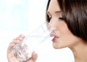 Un'abitudine essenziale: Bere l'acqua