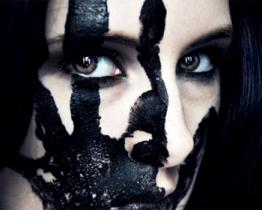 La nuova tendenza del make-up è la violenza